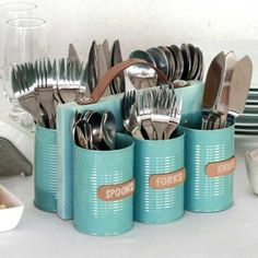 There are lots of different ways to recycle the tin. Get beautiful ideas for tin can crafts, here are some of the best DIY tin can crafts that you need to check out. Cutlery Caddy, Cutlery Holder, Utensil Organizer, Cutlery Storage, Makeup Organization, Storage Containers, Recycle Cans, Ways To Recycle, Decoration Evenementielle