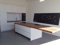 Exceptional living kitchen room are offered on our website. Kitchen Soffit, Loft Kitchen, Kitchen Flooring, Kitchen Interior, New Kitchen, Kitchen Walls, Kitchen Island Table, Kitchen Dining, Kitchen Decor