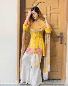 New Image : Pakistani fashion casual Trajes Pakistani, Pakistani Formal Dresses, Pakistani Fashion Party Wear, Nikkah Dress, Indian Fashion Dresses, Pakistani Dress Design, Indian Designer Outfits, Pakistani Outfits, Designer Dresses