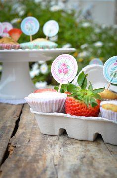 banana and strawberry muffins