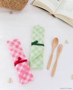 タオルを切らずにそのまま利用して、便利なアイテムに大変身!ファスナーポーチや、カトラリーケース、ランジェリーケースなど。家にあるタオルでぜひ作ってみてください。