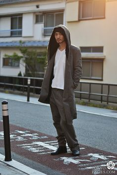 ideas japanese fashion street style simple for 2020 Japan Men Fashion, 70s Fashion Men, Fashion Shows 2015, Japanese Streets, Japanese Street Fashion, Street Style Magazine, Indian Fashion Trends, Green Suit, Tokyo Street Style