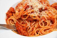 Bolognai spagetti recept (Spaghetti Bolognese) Hungarian Recipes, Italian Recipes, Hungarian Food, Spaghetti Bolognese, Bologna, Meal Prep, Main Dishes, Food Photography, Food Porn