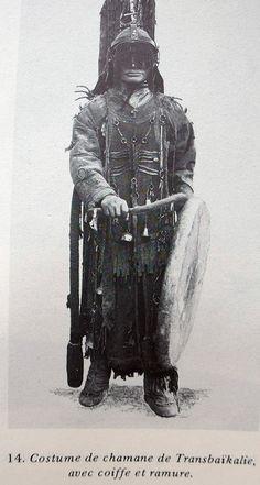 Costume de chamane de Transbaïkalie in R. Hamayon, La chasse à l'âme, 1990.