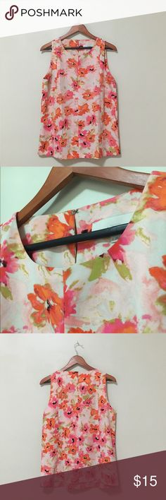 Loft Sleeveless Blouse in Floral Print Gently worn. No longer fits me. Smoke and pet free home. Heavy crepe. Boxy fit and drapes nicely when tucked in. Small keyhole on upper back. LOFT Tops Blouses