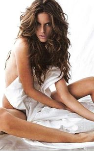 Izabel Goulart Sexy, wavy, just got out of bed hair. Or as I call it no time to brush my hair mommy wild look lol Izabel Goulart, Magazine Gq, Kerastase, Bed Hair, Sr1, Sexy Poses, Wavy Hair, Wavy Curls, Gorgeous Hair