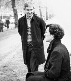 Martin Freeman and Benedict Cumberbatch behind the scenes of Sherlock series 3 episode The Sign of Three The actors are friends Benedict Sherlock, Sherlock Holmes Bbc, Sherlock Fandom, Benedict Cumberbatch Sherlock, Sherlock John, Sherlock Quotes, Sherlock Season, Sherlock Cast, Sherlock Series