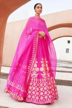 Every bride wants to have Anita Dongre lehenga for their D-Day. From modern pastels lehengas to bright one, Anita Dongre amazed everyone by her collection. Anita Dongre, Bridal Anarkali Suits, Bridal Lehenga, Indian Fashion Dresses, Dress Indian Style, Lehenga Designs, Pink Lehenga, Lehenga Choli, Sari