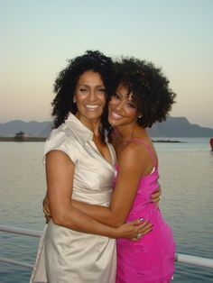 The more than beautiful brazilian actress @sheronmenezzes and her mom.  I really love the make up on both of them.