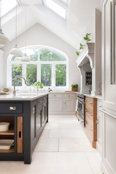 Best New Traditional Kitchen Style Designs and Remodeling Ideas 1 - Awesome Indoor & Outdoor Kitchen Cabinets Models, Farmhouse Kitchen Cabinets, Modern Farmhouse Kitchens, Rustic Kitchen, Cool Kitchens, Wood Cabinets, White Cabinets, Kitchen White, Beautiful Kitchens