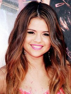 Selena Gomez's Bold Ombré Streaks - Fall 2012 Hair Color: The Best Brown, Blond, Red, Black and Ombre Shades - Fall Hair Trends 2012 - Hair - InStyle Selena Gomez Hair Color, Selena Gomez Short Hair, Minka Kelly, My Hairstyle, Pretty Hairstyles, Pelo Color Cobre, Cara Delevingne, Fall Hair Trends, Celebrity Hair Colors