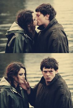 effy and cook skins uk Skins Uk, Movies And Series, Tv Series, Serie Reign, Cook Skins, Skin Aesthetics, Mode Punk, 90s Tv Shows, James Cook