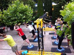 Start van het sporten met het Mobiele Multi functionele fitnessframe. Mooi weer, snel naar buiten. Suspension training.