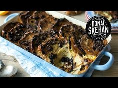Hot Cross Bun Bread and Butter Pudding Easter Recipes, Brunch Recipes, Baked Chicken Wings, Jerk Chicken, Bread And Butter Pudding, Hot Cross Buns, Irish Recipes, Baked Goods, Yummy Treats