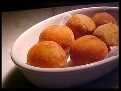 Hoje vou falar um pouco de uma das estrelas das festas juninas, aqui neste nosso Brasil: a Mandioca, ingrediente básico em receitas de tant...