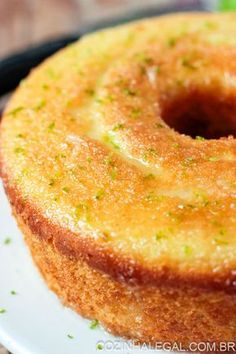 Simple lemon cake- Bolo de limão simples This simple lemon cake is the easiest and most tasty recipe I& found so far. The cake is ready very fast and yields 14 slices. Easy Brunch Recipes, Easy Smoothie Recipes, Sweet Recipes, Cake Recipes, Snack Recipes, Cooking Recipes, Portuguese Desserts, Easy Banana Bread, Coconut Recipes