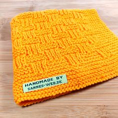 Til hjemmet – Strikket – sannes-web. Knitting Designs, Knitting Patterns Free, Knit Patterns, Free Knitting, Crochet Hooks, Knit Crochet, Warm Headbands, Bib Pattern, Crochet Kitchen