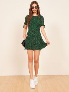 March Dress Simple green dress too Short Summer Dresses, Trendy Dresses, Cute Dresses, Fashion Dresses, Short Casual Dresses, Fashion Styles, Dresses Dresses, Simple Dress Casual, Style Fashion