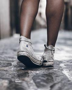 "98c57fb5074 Jacqueline Mikuta on Instagram  ""Shoes 💥 Worn out chucks are the best ones  💙  converse"""