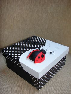 Perfect as a memory/keepsake box Decoupage Box, Decoupage Vintage, Fun Crafts, Diy And Crafts, Paper Crafts, Lady Bug, Painted Wooden Boxes, Ladybug Party, Joko