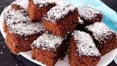 Healthy muffin recipes that are easy, moist, fluffy and healthy enough for breakfast. Healthy Freezer Meals, Healthy Muffin Recipes, Healthy Muffins, Fudge Recipes, Sweets Recipes, Cookie Recipes, Muffins Sains, Romanian Desserts, Protein Cake