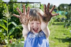 Benefits of Letting Your Child Play in the Dirt