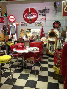 Attractive Vintage Coca Cola Kitchen (Renningers)