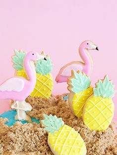 Make your own flamingo and pineapple sugar cookies this summer!
