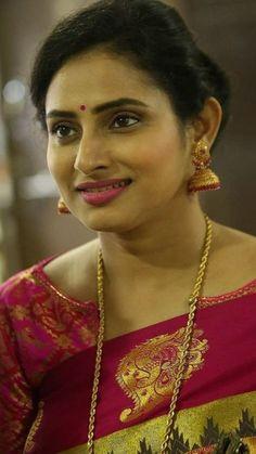 Beautiful Girl Indian, Beautiful Women, Beautiful Housewife, Indian Natural Beauty, Actress Anushka, Saree Photoshoot, Glamour Beauty, Beautiful Bollywood Actress, Aishwarya Rai