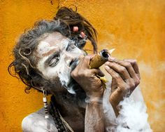 Baba Balakdas on his 5th chillum of the day, and it's barely 10am. ©Lex Linghorn http://www.lexphoto.co.uk/albums/sadhus/slides/sadhu_2410.html