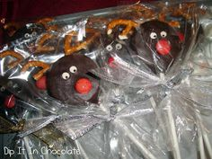 Dip it in Chocolate: Snowman and Reindeer Oreo Pops Christmas Goodies, Christmas Candy, Christmas Desserts, Christmas Treats, Kids Christmas, Christmas Shopping, Christmas Stuff, Christmas Recipes, Christmas Presents