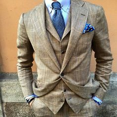 I like the fit of this jacket the wide chest opening, cut of the lapel and modest sleeve roping. Nice fabric as well.