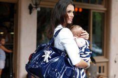 De bevallingstas is de tas die je klaarzet voor als je naar het ziekenhuis gaat voor de bevalling. Wij zochten uit wat je zoal mee moet nemen. Wij maken een handige lijst met inhoud.