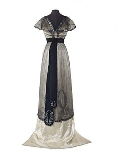 Evening dress ca. 1909-10 From the Museum of London