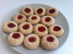 Besitos Oaxaca Food, Mexican Bakery, Gelatin Recipes, Food Dishes, Doughnut, Cravings, Food And Drink, Cooking Recipes, Favorite Recipes