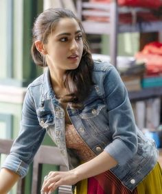 Sara Ali Khan Love is that which can makes you smile when you're tired! Lot of Love By Bollywood Images, Bollywood Girls, Bollywood Fashion, Bollywood Outfits, Indian Celebrities, Bollywood Celebrities, Bollywood Actors, Beautiful Bollywood Actress, Beautiful Actresses