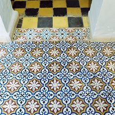 On the Tiles in Marrakech #morocco #marrakechmedina #marrakech #colourful #coolcrochetworkshop #onthetiles #tiles #traveldiaries #travelling #travel #ihavethisthingwithzelij @ihavethisthingwithzelij