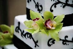This is Anna Marie's (and Brian's) beautiful wedding cake. Photo by Jess Peterson