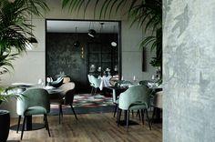 Restaurant la for t noire lyon d coration claude cartier studio wall and deco pierre - Vintage lyon lounge ...
