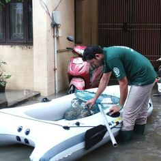Compassionate Rescuers Save Animals From Heavy Floods in Chennai, India (PHOTOS)