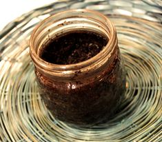 Something to do with Used Coffee Grounds Mack Up, Uses For Coffee Grounds, Healthy Beauty, Good To Know, Keep It Cleaner, Creme, Something To Do, Remedies, Cleaning