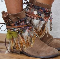 Billedresultat for boho boot covers Bohemian Boots, Gypsy Boots, Boho Shoes, Boho Gypsy, Cowgirl Boots, Hippie Boots, Hippie Chic, Moda Hippie, Moda Boho