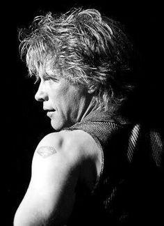 Love this man. But then who doesnt x Jon Bon Jovi, Wild In The Streets, Dorothea Hurley, Bon Jovi Always, Shaggy Long Hair, Crush Love, Last Man Standing, Son Luna, Hottest Pic