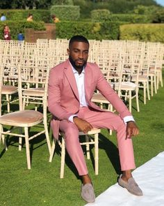 Discover recipes, home ideas, style inspiration and other ideas to try. Male Wedding Guest Outfit, Wedding Guest Men, Guys Wedding Outfits, Men Wedding Suits, Wedding Dress, Wedding Blog, Wedding Ceremony, Pink Suit Men, Suit Up