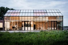 Sculp [IT] architecten – Plan Magazine Ancient Architecture, Modern Architecture, Johnson House, Palomar, Home Greenhouse, House In Nature, Dome House, Brick Building, Glass House