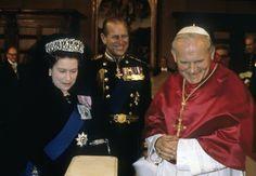 Prince Philip and Queen Elizabeth II met Pope John Paul II on Oct. in Rome. Princess Elizabeth, Queen Elizabeth Ii, Royal Family Pictures, English Royal Family, Juan Pablo Ii, Princess Kate Middleton, Elisabeth Ii, Pope John Paul Ii, Her Majesty The Queen