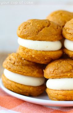 5 Ingredient Pumpkin Cheesecake Whoopie Pies, so soft and perfect!
