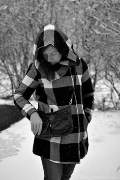 If you like it, go to see more; www.omanelamansamalli.blogspot.fi. #streetstyle #winter #blackandwhite #bighood #vilajacket. #blogger