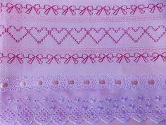 Jogo de lençol com 2 peças. Tamanho padrão americano, serve na maioria dos berços do mercado . Lençol em rosa poá e fronha bordada em vagonite com acabamento de passa fita, fita de cetim e bordado inglês. Tecido 100% algodão.   Contém: 1 lençol: 1,05 x 1,60 1 fronha: 0,30 x 0,40  Pode haver variação de tonalidades e medidas por se tratar de produto artesanal e personalizado. Caso deseje pode escolher outra cor.  *Temos lençol branco com elástico, acréscimo R$ 37,00 R$ 98,50