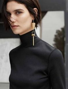 Bijoux – Tendance : Muse Magazine – Manon (Manon Leloup by Thomas Lohr, Winter The one-earring… Style Blog, Mode Style, Muse Magazine, Fashion Gone Rouge, Fashion Accessories, Fashion Jewelry, Jewelry Accessories, Glamour, Jewelry Trends